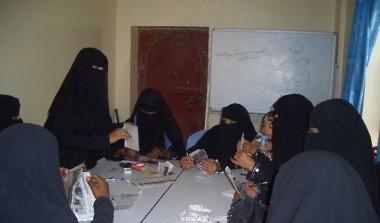 تدريب معلمات وطالبات محو الأمية