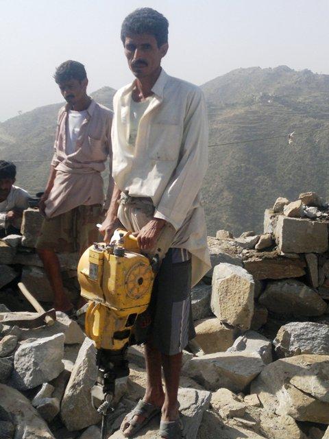 النقد مقابل العمل في رازح يؤمن الماء والغذاء والعمل وفوائد أخرى