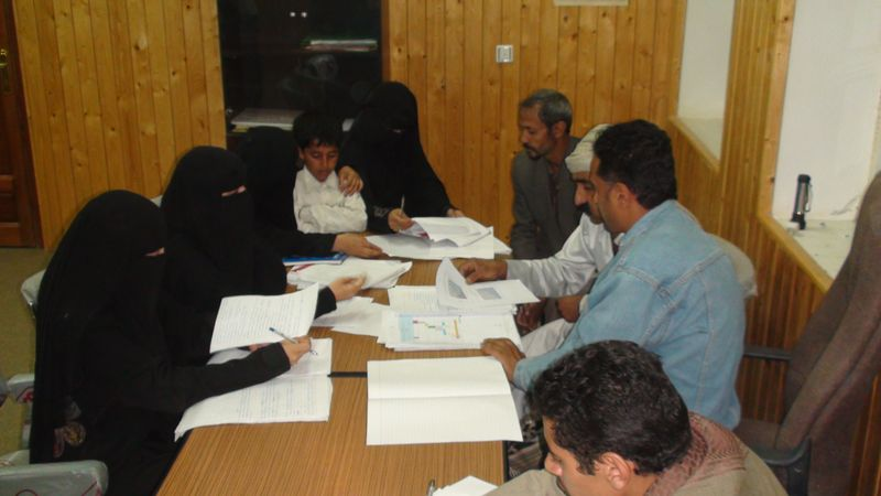 """الصندوقُ الاجتماعيُّ يدرِّبُ إدارية """"جمعية شباب الوحدة"""" في ذمار على النظام المحاسبي"""