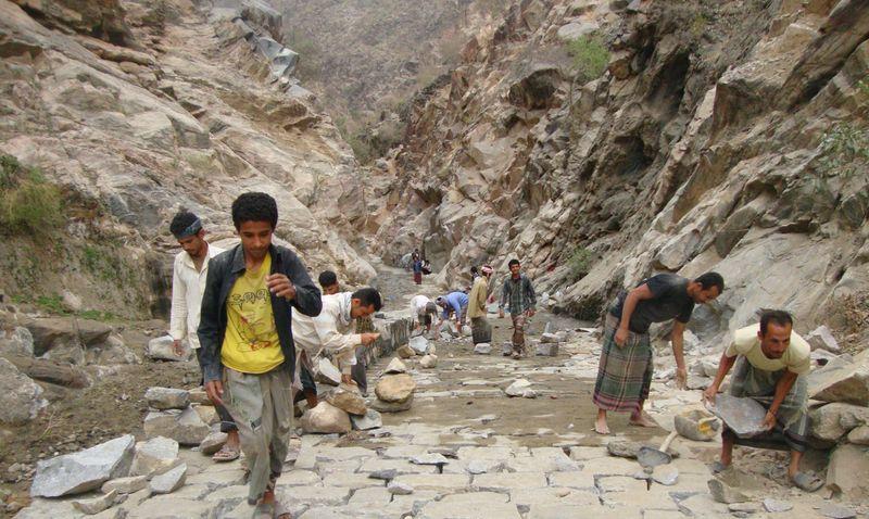 مشروع طريق جبل الصيادة.. شريان حياة ومصدر رزق كريم